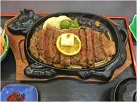 お肉は松阪牛!お肉の質は9350円11000円16500円22000円(税込)より選べます。(ご飯・サラダ付き)