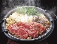 大きい御鍋を2人~5人で囲んで召し上がっていただけます。ご飯・香物付