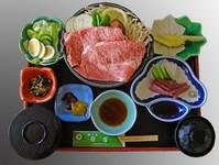 松阪牛を陶板で焼いて特製おろしポン酢で召し上がっていただきます。お造りも付いてこのお値段!