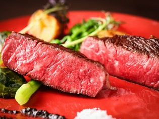仕入れから焼きまで、こだわりぬいた『熟成肉のステーキ』