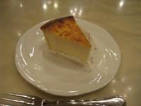 ベイクドタイプのチーズケーキです☆