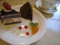日替わりケーキと本日のシフォンケーキに季節のフルーツ,ドリンクがつくお得なセットです。