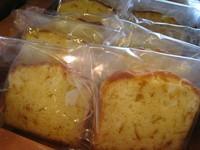 バターをふんだんに使ったオレンジのシロップ煮入りパウンドケーキ。食べやすく、お子様にもおすすめ!