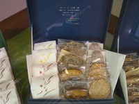 ノア3枚・パウンドケーキ3種・ゴマフィナンシェ2個・ゴマチュイール3枚・ブッセ4種のセット