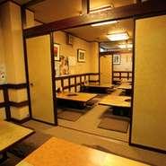 40席のお座敷は、襖で8席、16席×2に区切ることが可能です。 大型宴会は40席貸し切りで、中型の宴会では16席を。 小規模の宴会では8席をご利用いただけます。 どうぞお気軽にご相談ください。