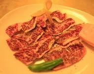 美味しいと評判の四万十牛のハラミです。お肉を食べる幸せを感じるメニューです。