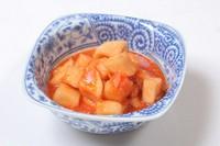 大根キムチは酒にもご飯にも。白菜キムチやオイキムチなどキムチ類もすべて手作りです。