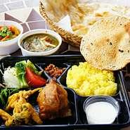 ・サラダ ・チキンテッカ ・シシカバブ ・カレー1種(10種類の中から選べます) ・大きいナン ・ミニライス