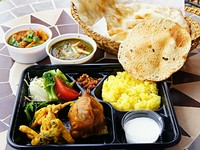 ・サラダ ・パパド(インドのせんべい) ・野菜の天ぷら ・サモサ(インド風コロッケ) ・選べるカレー2種 ・大きいナン ・ミニライス ・自家製ヨーグルト