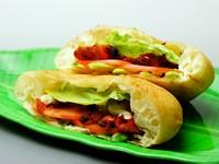 チキンテッカ、本日のカレー1種(肉カレーor野菜カレー)、ライス、ミニナン、サラダ