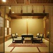 緑豊かな庭を望むお座敷の個室から椅子席の座敷、掘りごたつ式の和風カウンター席、お座敷カウンター席、お茶室など、趣の異なる個室をご用意。用途に合わせて選んでみてください。