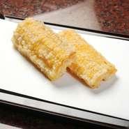 先附/おまかせ天ぷら13品/お口直し(圓堂特製サラダ)/お食事/水物 など天ぷらコースをご用意しております。