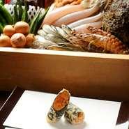 天ぷらはいろいろな食材の魅力をトータルで楽しむもの。一品といわれると難しいですね。四季折々に春は稚あゆや筍、秋にはハゼや松茸、銀杏などを用意しています。京都の四季と鮮度の良さを感じてください。