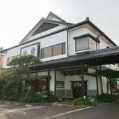 変わらぬ美味しさで、長年地元住民に親しまれている日本料理店