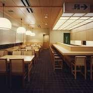 1階にはカウンター席、テーブル席、お座敷席がございます