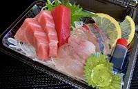 ☆いろどり弁当お刺身セット(税込)2,300円 ※いろどり弁当にお刺身三点盛をプラスしたお弁当です。