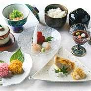 刺身、揚物、焼物、茶碗蒸し、煮物、みそ汁、ご飯、香の物、白玉ぜんざい