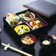 刺身、酢物、天ぷら、煮物、茶碗蒸し、吸物、ちらしご飯、香の物
