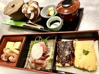 刺身、豆腐田楽、煮物、茶碗蒸し、吸物、香の物、ちらしご飯