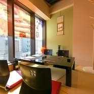 個室はテーブル席の部屋に加え、ゆったりとくつろげる掘りごたつ式の和室も完備。ゆったりとくつろぎながら、豪華カニ料理に舌鼓をうってみては。