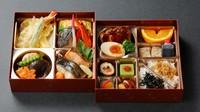プロの板前が作った本格的な日本料理の八仕切り(二段)の豪華なお弁当です。お祝いやご法事、会議など、ご来客のおみやげなどにもどうぞ。