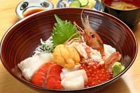 道楽丼 (魚貝8種の贅沢丼)