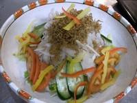 どっさりオニオンスライスとカリカリに揚げたジャコのコラボ!