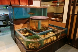 北海道の各地に散らばる、旬魚をいけすからお出しします