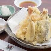 冷凍モノを使わない天ぷらは、身がふわふわです