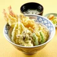 ご飯は新潟県産コシヒカリを100%使用。 ミニ丼とおそばのセットもございます。  上天丼     ¥1,419 天丼      ¥1,188 カツ丼     ¥1,056 親子丼     ¥1,012 たまご丼    ¥968