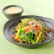 そばサラダ          ¥550 季節野菜とベーコンの素揚げ  ¥660 ひげにんにくの天ぷら     ¥506 ほか  [郷土料理] のっぺ            ¥572 うま煮(17時以降提供)     ¥979