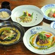 【むくの実亭】は、ランチ・ディナーともに月替わりのコースのみ。旬の食材をおいしく召し上がっていただけます。