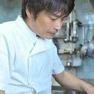 和食やフレンチなどのジャンルを超えて、「美味しい料理を食べたね」と笑顔になれる料理がモットーの【むくの実亭】。フレンチがベースですが、和洋中の食材、調味料を柔軟に取り入れているのが特徴です。