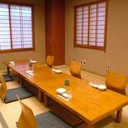 ご希望に応じまして、掘りごたつ席や高座椅子をご用意させて頂きます 宴会は大小7室の個室で2名様から最大で120名様まで対応が可能となっております どうぞお気軽にお問い合わせ下さい。http://www.enshuuya.co.jp