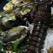 御用料理人や53年の主人の目利きや板前のこだわり旬の素材が織りなす日本料理の醍醐味をご堪能下さい。 コースは約30種類 単品は150種類。魚料理 遠州屋で美味な時間を!  公式HP http://www.enshuuya.co.jp