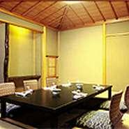 料亭個室席は完全個室でございます。 ご家族・お仲間での会食はご安心してご利用いただけます。