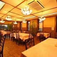 レストランでは人気の「城下町定食」をお楽しみいただけます。リーズナブルに伝統の味をご堪能できます。