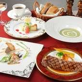 肉の甘みを感じる『特選ステーキ(サーロイン)コース』(1階)