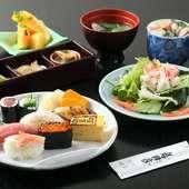 小上がりや個室、広間は宴会に最適。旬のコースは4000円~