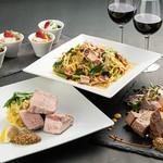 メインは鮮魚のアクアパッツァと肉料理。さらに生うにを使用した特製パスタと満足必至のプレミアムコース!