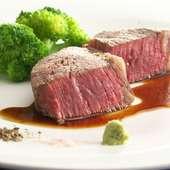 フランス産鴨肉のロースト赤ワインソース添え