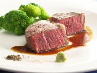 お客様に一番人気『松阪牛シャトーブリアンの岩塩焼き』