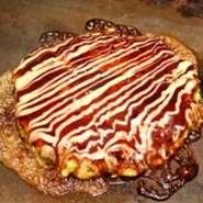 豚肉、いか、えびが入ったお好み焼きのド定番。