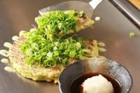 おろしポン酢で食べるさっぱりお好み焼。(いか、もち入り)
