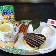 プチコーン玉子(ハート型)、プチおにぎり、ポテトサラダ、ウインナー、ドリンク、お菓子