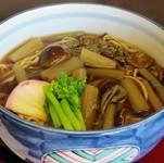 岩手県の山菜(フキ、蕨)。漂白や柔らかくする薬品を使用せず、本来の山菜の味をお客様に。