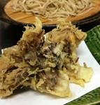 「もう少し食べたいな」という時にぴったりな単品の天ぷら。新潟県から直送で仕入れています。