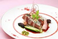 ・オードブル2品 ・お肉料理 ・お魚料理 ・パン2種類 ・デザート盛り合わせ ・有機栽培コーヒー (内容は食材等により変更になることがございます。)