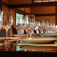 大広間は大人数でのご宴会や、お食事会、歓送迎会や両家顔合わせなど、大人数でご利用いただけます。