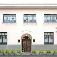 平成15年(2003年)にオリジナルデザインの復元や内部の変更に合わせた改修を行い、国登録有形文化財に指定されることとなりました。建築内外とも建設当時の意匠やプランが残っており、昭和初期の雰囲気を今も伝える建築遺構となりました。